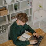 Nieuwe bureaus aanschaffen voor op kantoor
